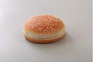 Булочка для гамбургера с кунжутом 100 мм. 52 гр.(96 шт)